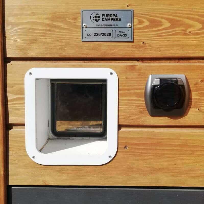 2 Dom mobilny zwejściem dla kotów